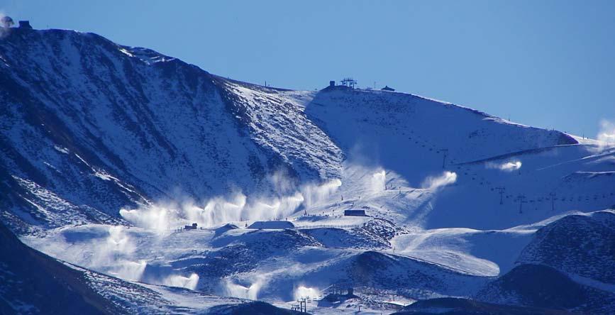 Froid sur Peyragudes début Janvier, les canons envoient de la neige en grosse quantité ! !